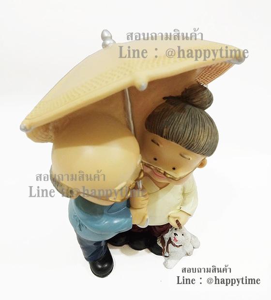 ตุ๊กตารูปตายายยืนกางร่ม