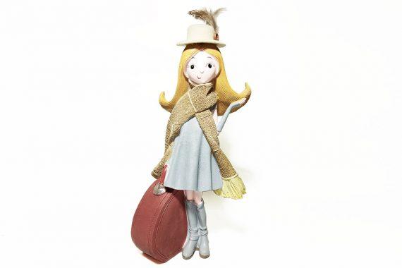 ตุ๊กตาเรซิ่นสาวนักเที่ยว