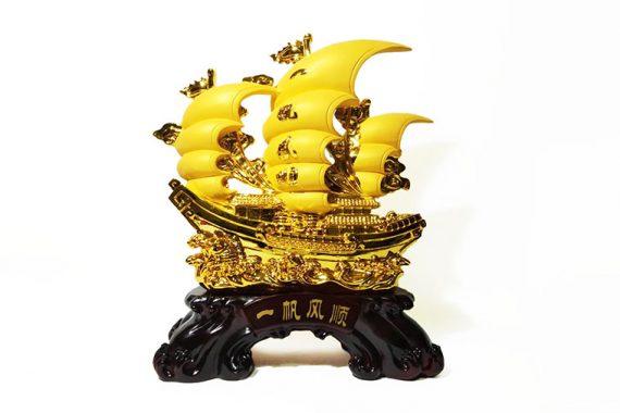 เรือใบทอง