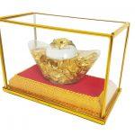 ก้อนทองคำในตู้กรอบกระจก