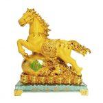 รูปปั้นม้า ของขวัญปีใหม่ให้หัวหน้า