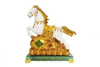 ม้าขาวถุงทอง