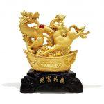 ม้าและมังกร บนก้อนทองคำ